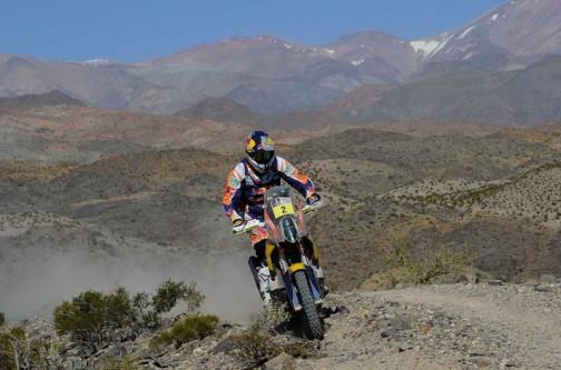 #2、KTMのコマ選手。すぐ脇は崖になっているのでしょうか? 慎重なライン取りです。