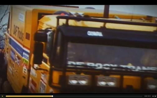 DAFトラックの映像がおもしろいです。これは前。パーツを運んでいるトラックみたいなんですけど・・・