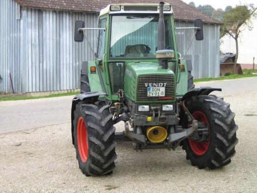 唯一見つけた顔というよりは正面の写真。Fendt Farmer 309 LSA こちらは少し新しくて1997年製、95馬力だそうです。