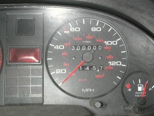 ウィキペディアに載っていたアウディのVDOメーター なんと30万マイル!48万キロ!