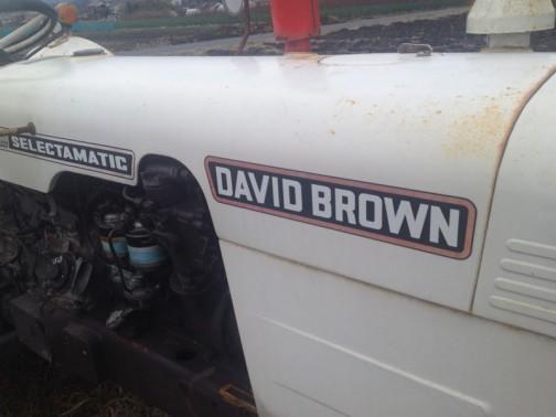 デビッドブラウントラクター david brown tractor 770 selectamatic ステッカーの赤フチはさすがにあせてきています。