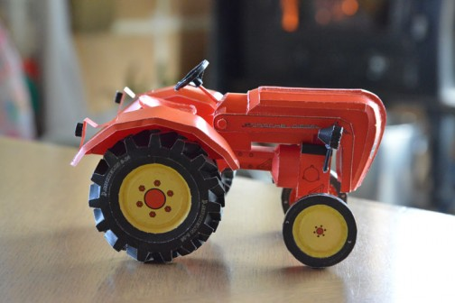 ポルシェトラクターのペーパーモデルを作るのだ!(Paper model of the Porsche tractor)