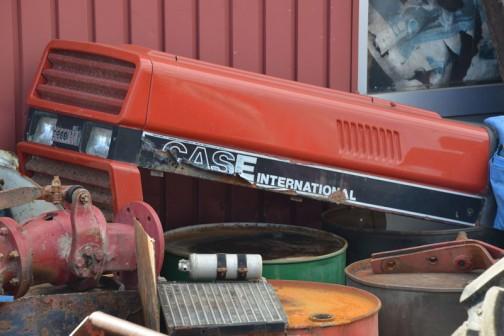 すみっこのほう、ゴミになっちゃってるんでしょうか・・・CASE international のエンジンカバー