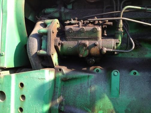 John Deere 1020(1965 - 1973) ジョンディア1020は水冷3気筒2.5リッターディーゼル33馬力だそうです