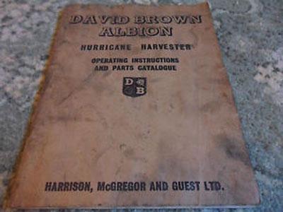 デビッド・ブラウン・アルビオン ハリケーンハーベスター・・・取説でしょうか? ここにもつぼみ薔薇バッジが・・・ハリケーンハーベスター・・・すごい名前ですねぇ。台風刈りとか台風コンバインみたいな名前ということで、農機は昔から名前は大げさなんです。