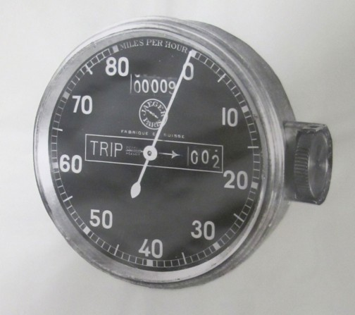 こちらの写真はJaeger parisとありますが、スイスで作っているみたいです。時計っぽい外観からしてスイスでは時計的に発展したのかしら?