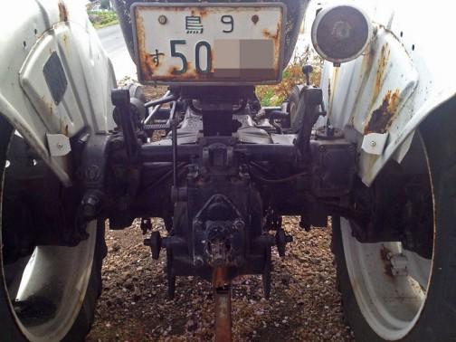 デビッドブラウントラクター david brown tractor 770 selectamatic 赤いグリルとマフラーに白いボディ