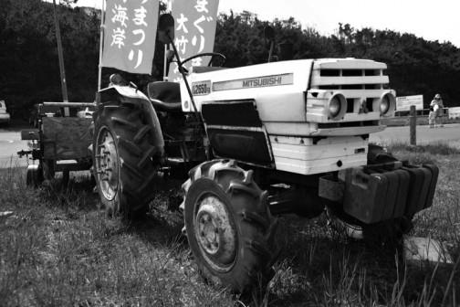 これは三菱トラクターD2650FDですが、白黒にしてみるとよくわかりますね!