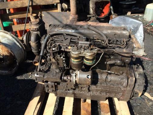ネットで見つけたMF3080のものだとされるエンジン。前のほうにでっぱり、それもかなり絶望的にヘッドより上に出ているものがありますねえ・・・でっかいなあ。ウォーターポンプでしょうか。これにホースが繋がったらもっと高くなっちゃう。きっとこれだけのためにエンジンフードが膨らんでいるんです。