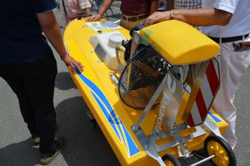 タカキタ 除草剤散布ラジコンボート「eボート」 扇風機みたいに風を後へ出して進むタイプのボートです。