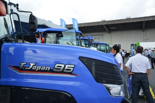 イセキ T.JAPAN Vシリーズ TJV95GLWX10R この日やってきたものの中では一番大きなトラクターとして、先頭に展示されています。