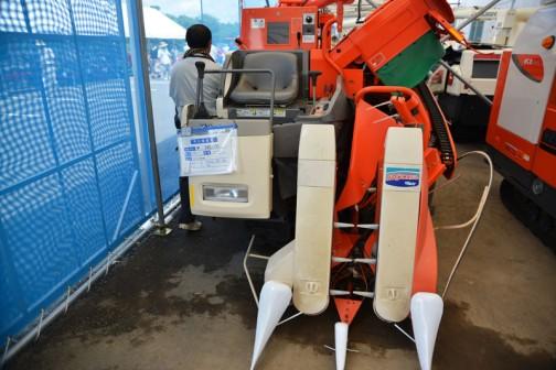 クボタコンバイン SR14JHDW 2条刈り 298時間 価格¥540,000 水冷4サイクル3気筒ディーゼルエンジン 719cc 14馬力 タンク容量470リットル(約9袋)