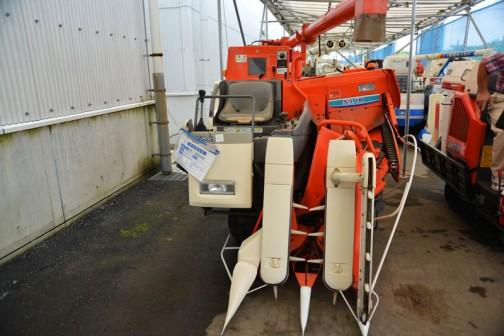 クボタコンバイン SR18AGDW2-S50 2条刈り 使用時間388時間 価格¥650,000 水冷4サイクル3気筒ディーゼルエンジン 1123cc 18馬力 タンク容量570リットル(約11袋)