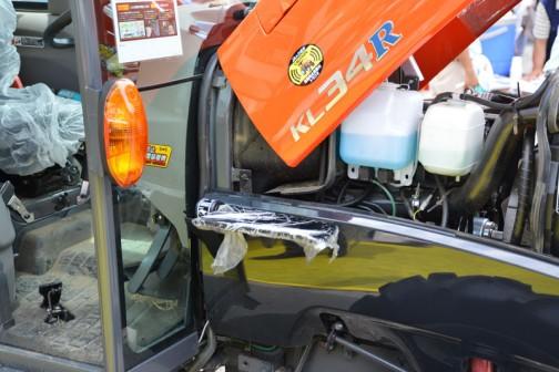クボタkubota tractor KINGWEL R キングウェル アール KL34RFQMANP 燃料タンク置きはこの位置