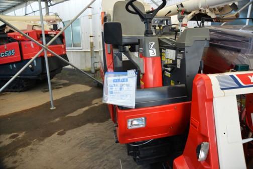 ヤンマーコンバイン GC335JWLU デバイダ付き 使用時間420時間 価格¥1,980,000  丸ハンドルの3条刈り、35馬力