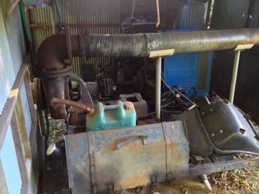 エンジンがポンプを回すようになっています。