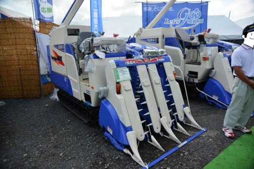 イセキコンバインフロンティアファイター ISEKI COMBINE HFG435GZVRLW9 水冷4サイクル3気筒ディーゼルエンジン 1498cc 35馬力 価格¥5,940,000
