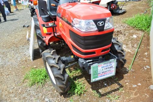 YANMAR Tractor(EG100シリーズ) EG120VU 価格¥1,814,400 燃料タンク置きはこの位置!