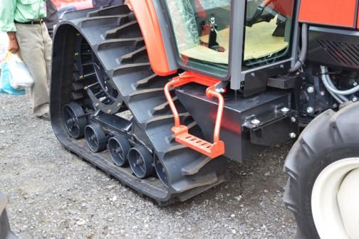 mitsubishi ASUMA tractor GAK50XUV 価格¥6,513,480 作動油なのか燃料なのかタンクは反対側にも