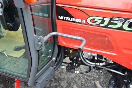 mitsubishi ASUMA tractor GJ30DXJ 価格¥3,581,280 燃料タンク置きはこの位置。