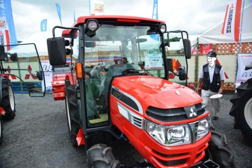 mitsubishi ASUMA tractor GO341XMY8B 価格¥4,948,560 これは燃料タンク置きがどうなっているのか撮り忘れてます。