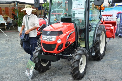 mitsubishi ASUMA tractor GS251XM 価格¥2,946,240 水冷4サイクル3気筒ディーゼルエンジン25馬力 X:キャビン仕様 M:マイコン耕深・水平制御 傾斜ジャイロ制御 一発おまかせ機能 倍速旋回 オートブレーキ旋回 バックアップ 旋回アップ +ドリームロータ仕様 価格¥3,566,160