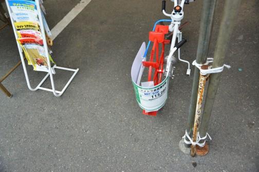 マメトラ水田溝切り機 MRT-B3M 価格¥113,280 あ!溝カッター?と動輪は芯がズレてるんだな・・・あたりまえか・・・