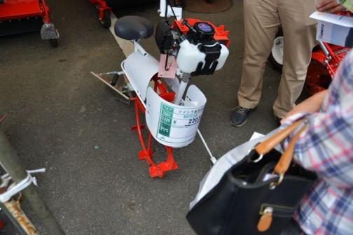 田面ライダーのライバル。最近出てきたのか、それとも今まで展示されていなかったのか・・・マメトラ水田バイクって書いてあるのかなあ・・・ラウンドしていてよくわかりません。 MRTC55 価格¥220,320