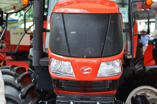 YANMAR EcoTra (EGプロシリーズ) EG105YUQR2 価格¥9,644,400 価格はもうすぐ大台のお顔は65馬力と似ています。もしかしたら少しデコが広いのかなあ・・・