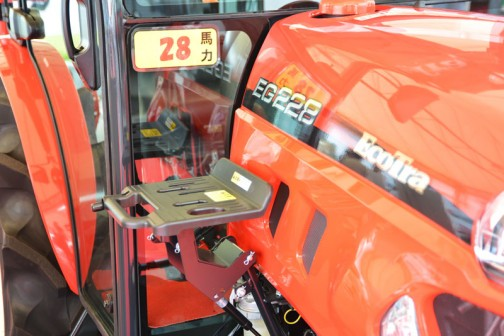 YANMAR EcoTra (EG200シリーズ) EG228VUQKS7M 価格¥3,565,080 燃料タンク置きはこの位置!