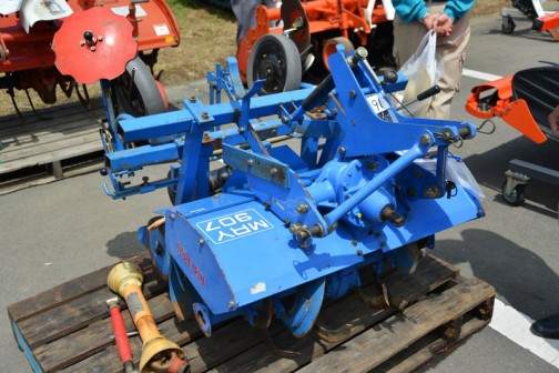 上の機械を別の角度から・・・イセキ マルチロータリ MRY907 機番100835 マルチハリ MRY-97付き 中古価格¥55,000