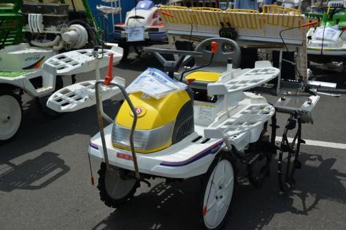 イセキ田植機 PPS-4 購入初年度H17年 中古価格¥150,000 黄色いイセキです!目立つなあ・・・