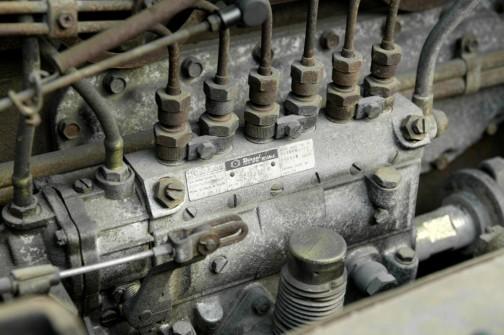 ウィキペディアより いすゞ・DA120型エンジンのヂーゼル機器製ボッシュA型燃料噴射ポンプ 銘板に旧社名と旧ロゴが見える