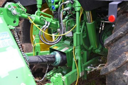 ヤンマーJD(ジョンディア)トラクタ JD6105R,AQSTR3 価格¥13,608,000   ●105馬力、4気筒フル電子制御コモンレールエンジン!! ●フルフレーム構造で複合作業も威力を発揮♪ ●プレミアムなキャビンとシートで長時間作業も快適!!  と書いてあります