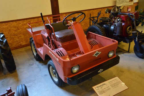 コマツユニカトラクタ  1953年型(昭和28年)小松製作所製(日本)1000型 10馬力