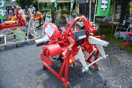 SASAKI カドヌール 形式:KV2300DTX-A1/A2/B/0S 適応馬力:25PS〜45PS(タイヤ外幅:1740mm) あぜ高さ:最大30cm 販売価格(税込):¥945,000
