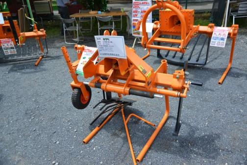 川辺農研産業株式会社  銘柄:カワベ 機種:ネギ掘り取機 形式:N-30AL 販売価格(税込):¥432,000 備考 トラクター30psクラス