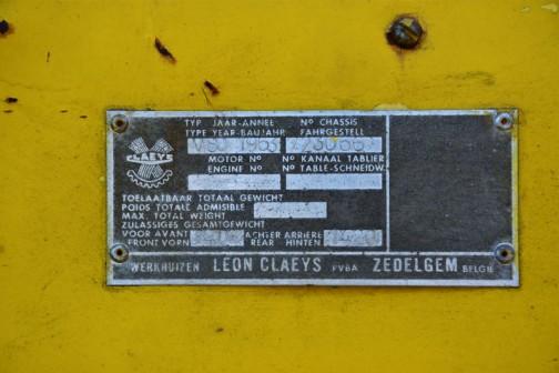 1963 CLAYES M80 Combaine hervester 銘板に1963年と書いてあったので、導入は1964年のようですが年式はそちらにしました。