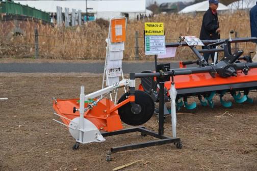 ジョーニシ サイドディスク+アゼクリーンキット BLD4-S+R-3 価格¥92,880 サイドディスクと併用する事により、ディスクでは取れない残耕処理が行えます。(コンクリート・ブロック畦畔)