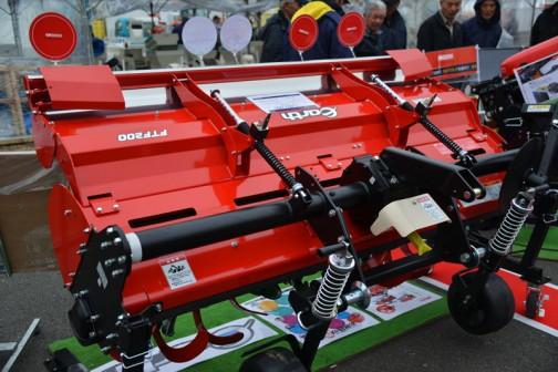 コバシ ツーウェイローター KOBASHI FTF200 価格¥1,083,240 用途:耕うん・砕土・整地・すき込み 作業幅:200cm 適応馬力:40〜53PS