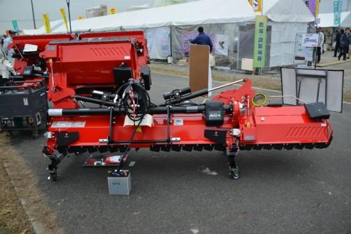 コバシ サイバーハロー KOBASHI TX352ET-0S 価格¥1,211,760(税込みに直してます) 用途:代かき 作業幅:350cm 適応馬力:30〜53PS コードレスリモコン「カルコン」搭載 エコ・バランサー搭載 タイや跡消しプレート標準装備