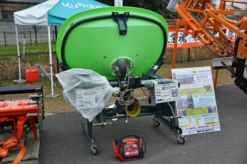 STAR GPSナビキャスタ MGC4●○読めず 価格¥874,800  適応トラクタ馬力:40〜70PS  部品1531360000 AGポートケーブル 価格¥7,560 適応トラクタ:グローブ、レクシア 当日は雨模様で色々な機械にビニールがかかっていました。