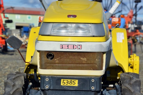 目ん玉つながりの黄色いピッコロ。ヰセキTC13。水冷4サイクル2気筒ディーゼル、688cc、13馬力/2700rpm