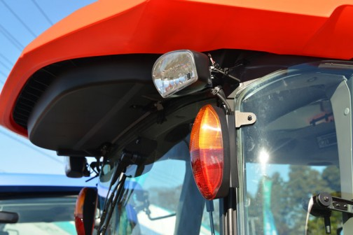 クボタトラクター「スラッガー」SL54HCQMANP 価格¥6,422,760  ★54馬力 ★特殊自動車3次排ガス規制に適合する最新ディーゼルエンジン ★高い伝導効率とスムーズな無段変速、デュアルドライブトランスミッション(C仕様) ★クボタスマートアグリシステム(KASAS)標準装備 ★ドロつき防止タイヤ