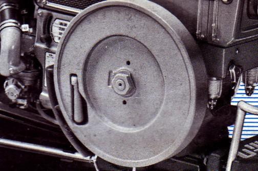 クボタ乗用耕うん機RV70の時に見たハンドルはこのようにひっこむわけですね!