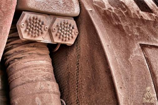 イボイボはテールランプのLEDでしょうね・・・それ以外は何がなんだか全くわからない土色です。
