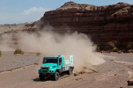 3日目の写真。トラック界?のレジェンド、ゼッケン501、デ・ルーイ(オランダ)のイベコ。ボンネット型がイカしてます。