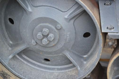 鋳物の転輪にはH3E24と書いてありますが、何のことかはわかりません。