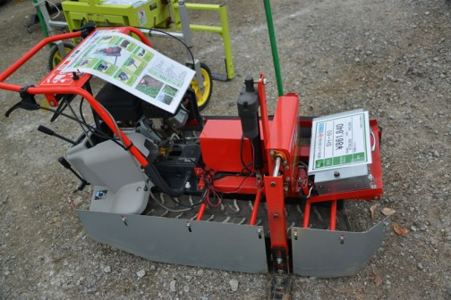 筑水キャニコムの機械なのだと思いますが、正確な製造元はわかりません。ほうれん草根切り機 SH-60 価格¥861,840
