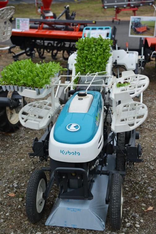 クボタ 関東農機 野菜全自動移植機 ベジータ SKP-100MPC 価格¥2,030,400 ★安価型歩行型1条植え 露地仕様 ★最大3.2馬力 後は見えません